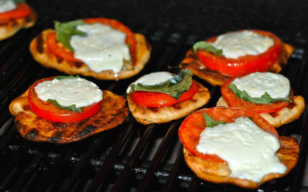 grilled mini pizzas Grill Grrrl Recipe: Grilled Mini Caprese Pizzas