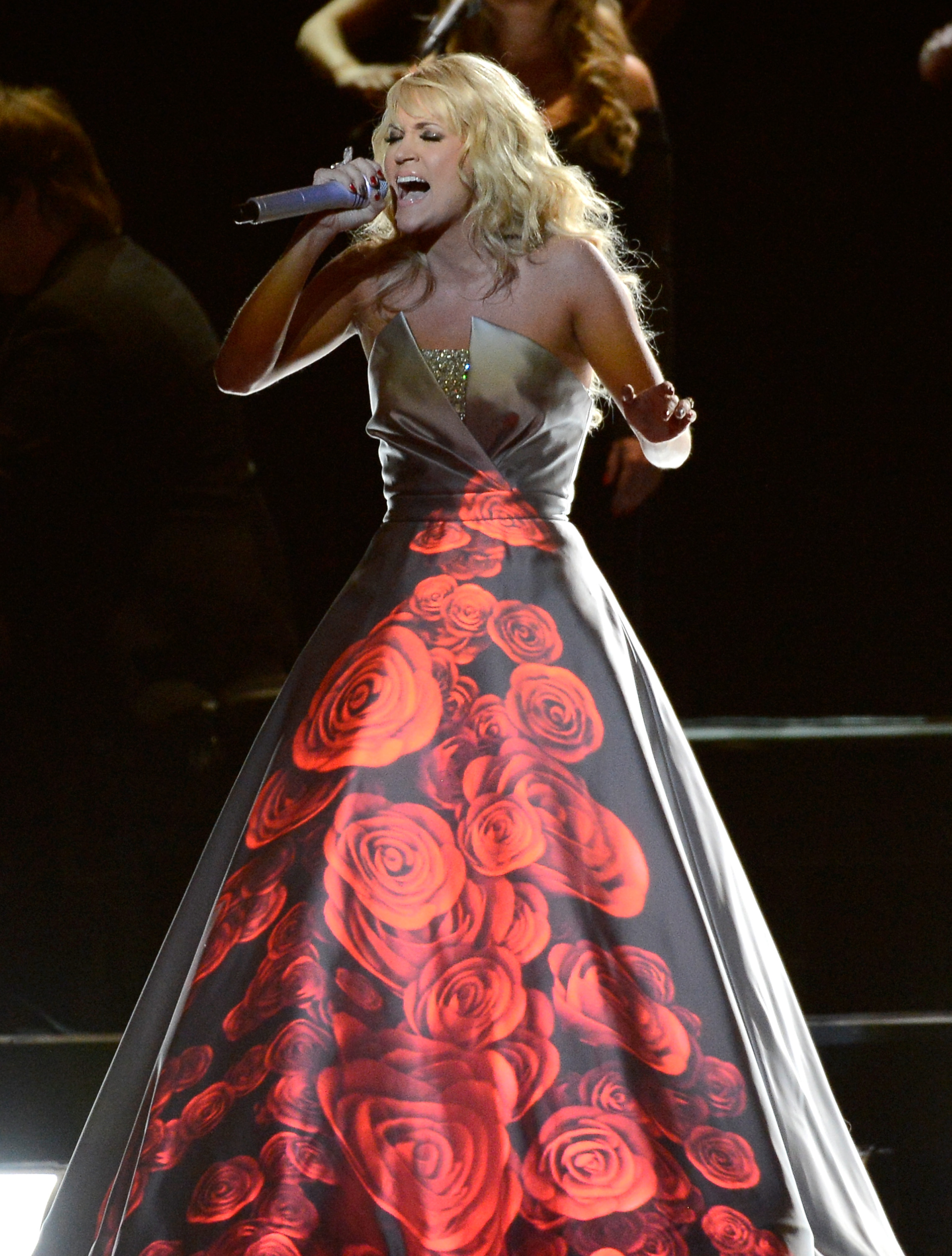 Carrie Underwood Carrie Underwoods Dress Takes Over GRAMMY Performance
