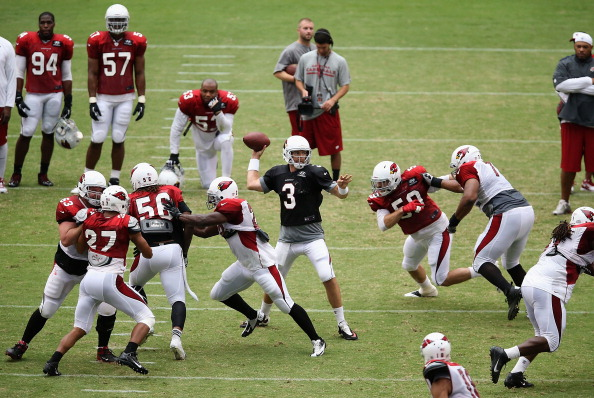 GLENDALE, AZ - JULY 29:  Quarterback Carson Palmer #3 of the Arizona Cardinals throws a pass during the team training camp at University of Phoenix Stadium on July 29, 2013 in Glendale, Arizona.  (Photo by Christian Petersen/Getty Images)