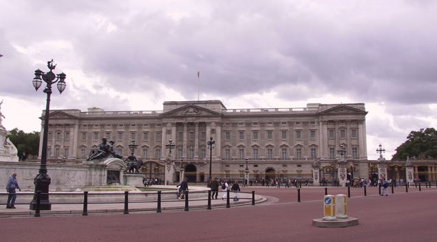 BuckinghamPalace A Travel Guide To London, England