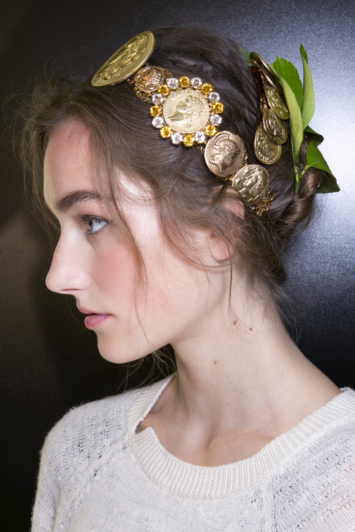 How to wear hair accessories like a grown up thefashionspot dolce gabbana hair accessory junglespirit Image collections